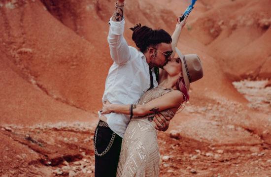 couple avec fumigène mariage
